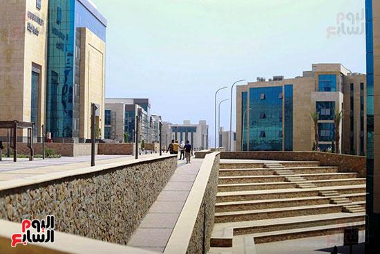 زيارة وزير التعليم العالى لجامعة الجلاللة (13)