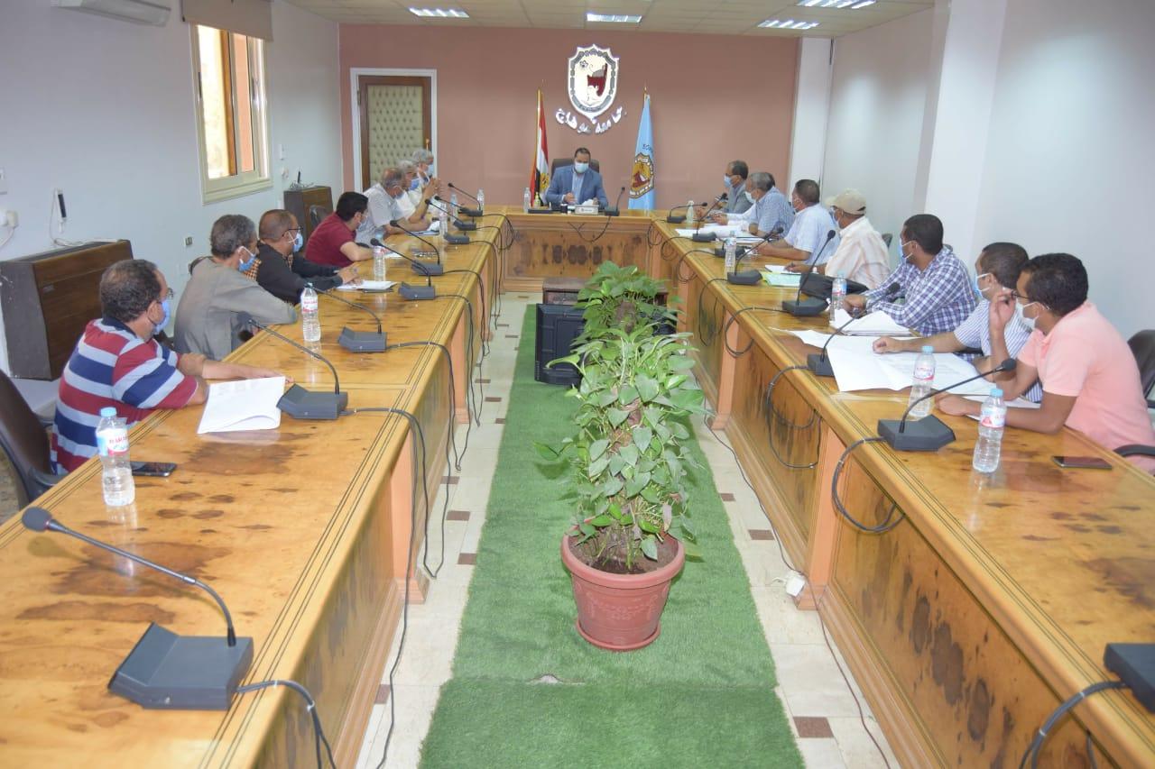 رئيس جامعة سوهاج يناقش مشروع تجهيز أول مركز للامتحانات الإلكترونية (3)