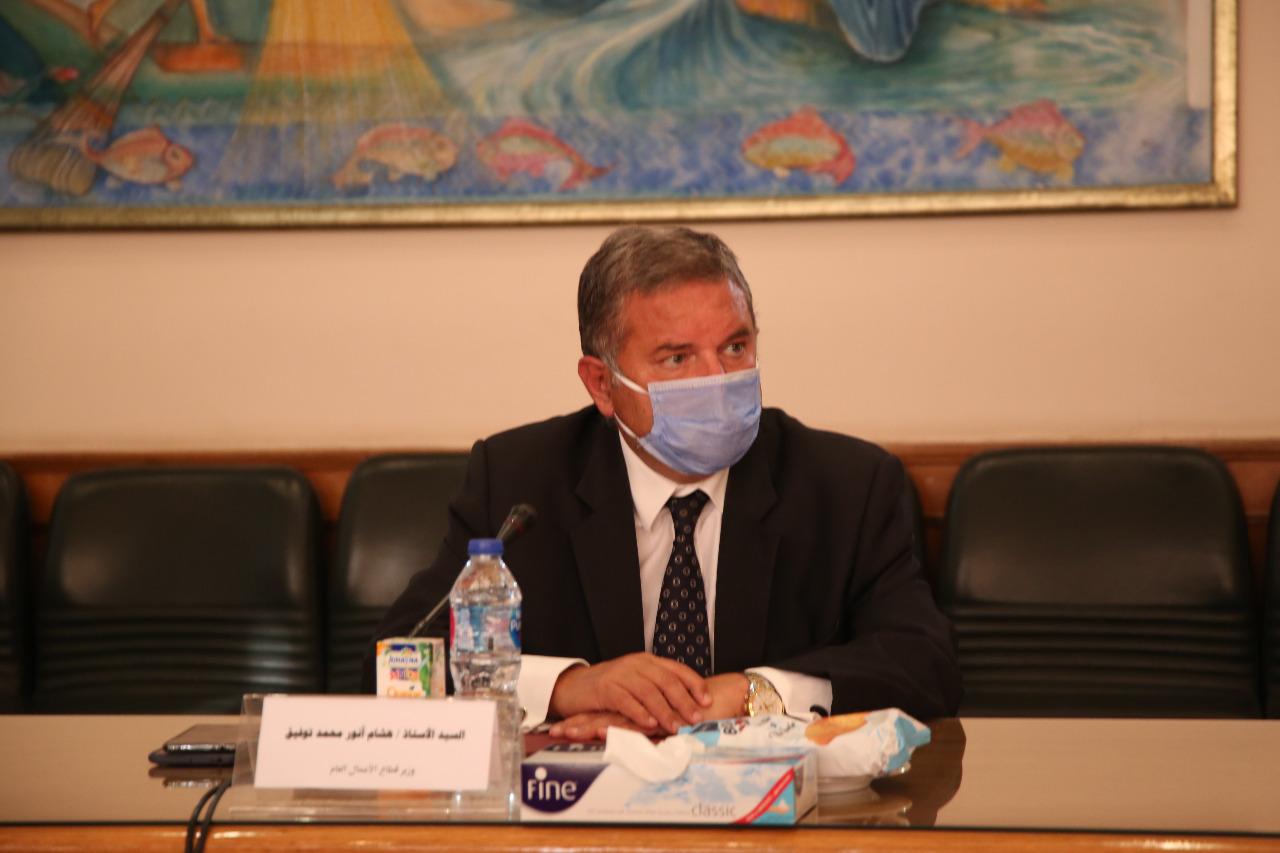 هشام توفيق خلال الاجتماع