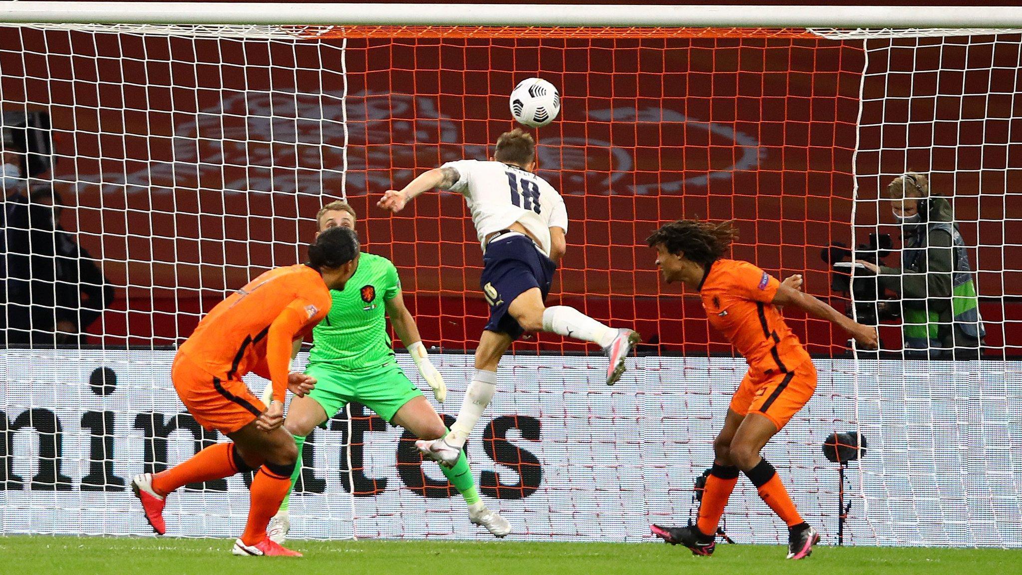 لحظة تسجيل باريلا هدفه فى هولندا