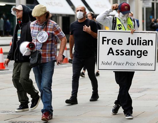 مظاهرات للفراج عن مؤسس ويكيلكس