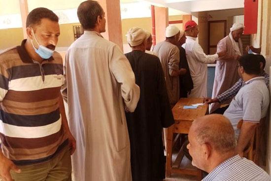 طوابير الناخبين أمام اللجان للتصويت 2