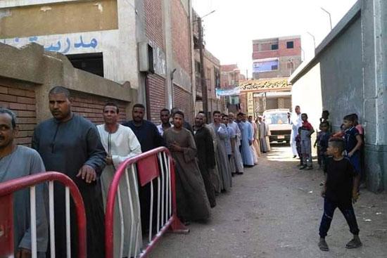 طوابير الناخبين أمام اللجان للتصويت 7