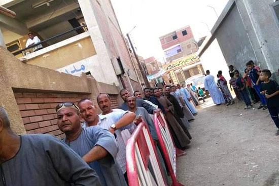 طوابير الناخبين أمام اللجان للتصويت 18