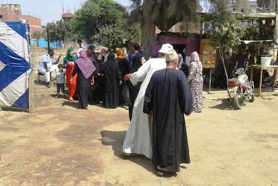 طوابير الناخبين أمام اللجان للتصويت