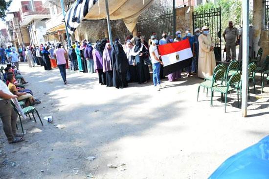 طوابير الناخبين أمام اللجان للتصويت 4