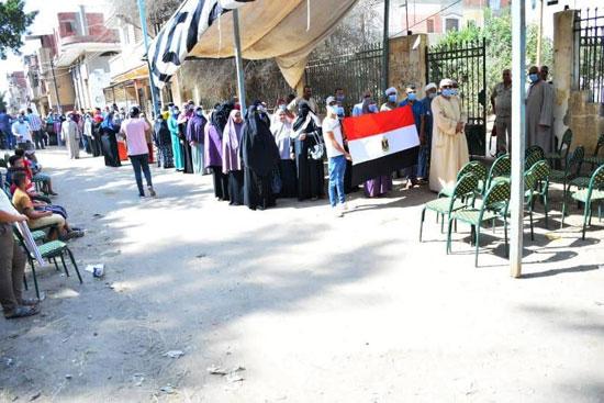 طوابير الناخبين أمام اللجان للتصويت 16
