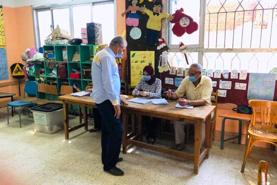 طوابير الناخبين أمام اللجان للتصويت 14