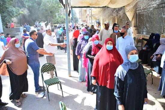 طوابير الناخبين أمام اللجان للتصويت 3