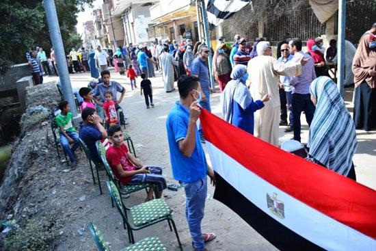 طوابير الناخبين أمام اللجان للتصويت 15