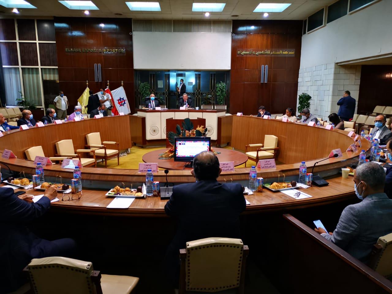 جانب من لقاء الوزيرين مع عدد من المصدرين