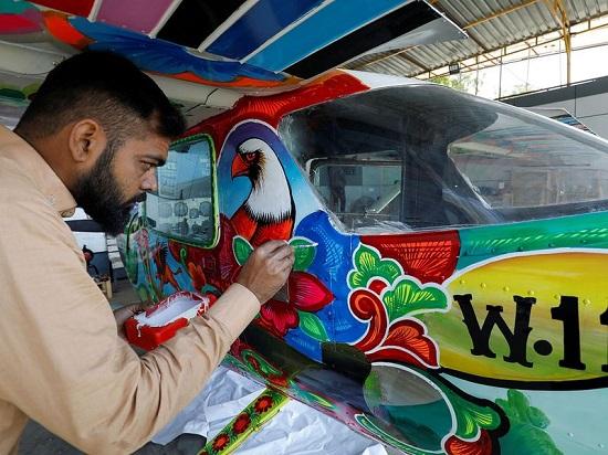 رسم الطائرات بهدف الترويج للسياحة في باكستان