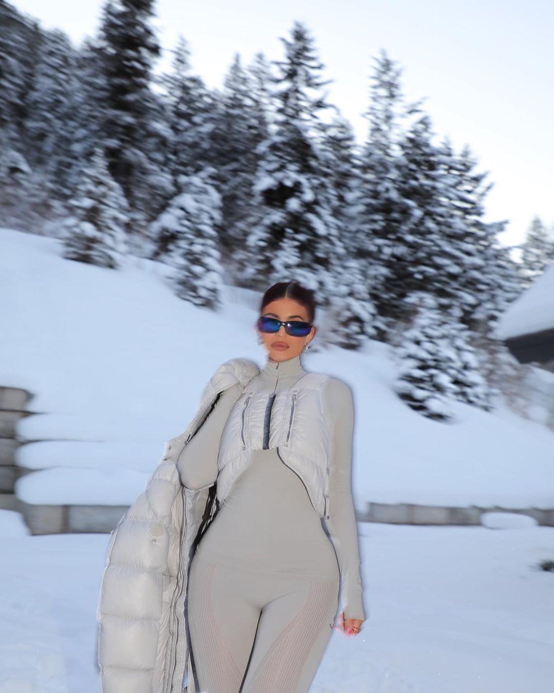 كايلي جينر  وسط الثلوج