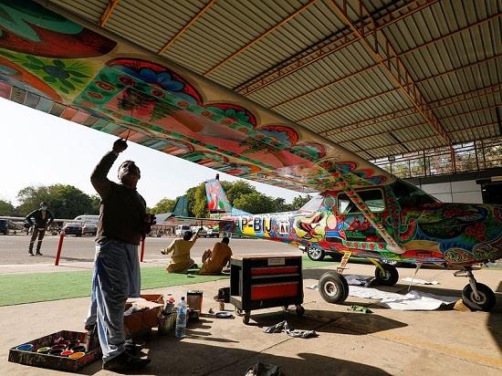 فن الشاحنات في باكستان يعتمد على التلوين بشكل مميز