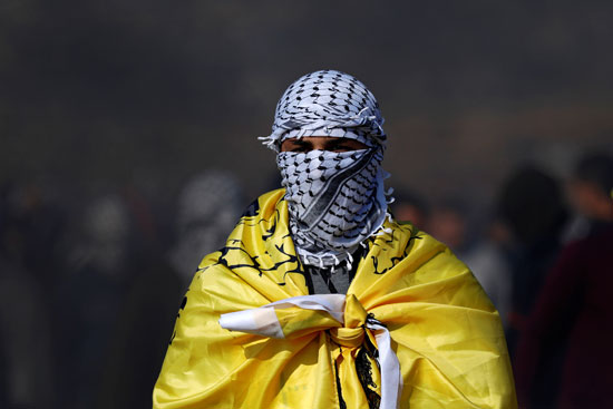 فلسطيني ملثم