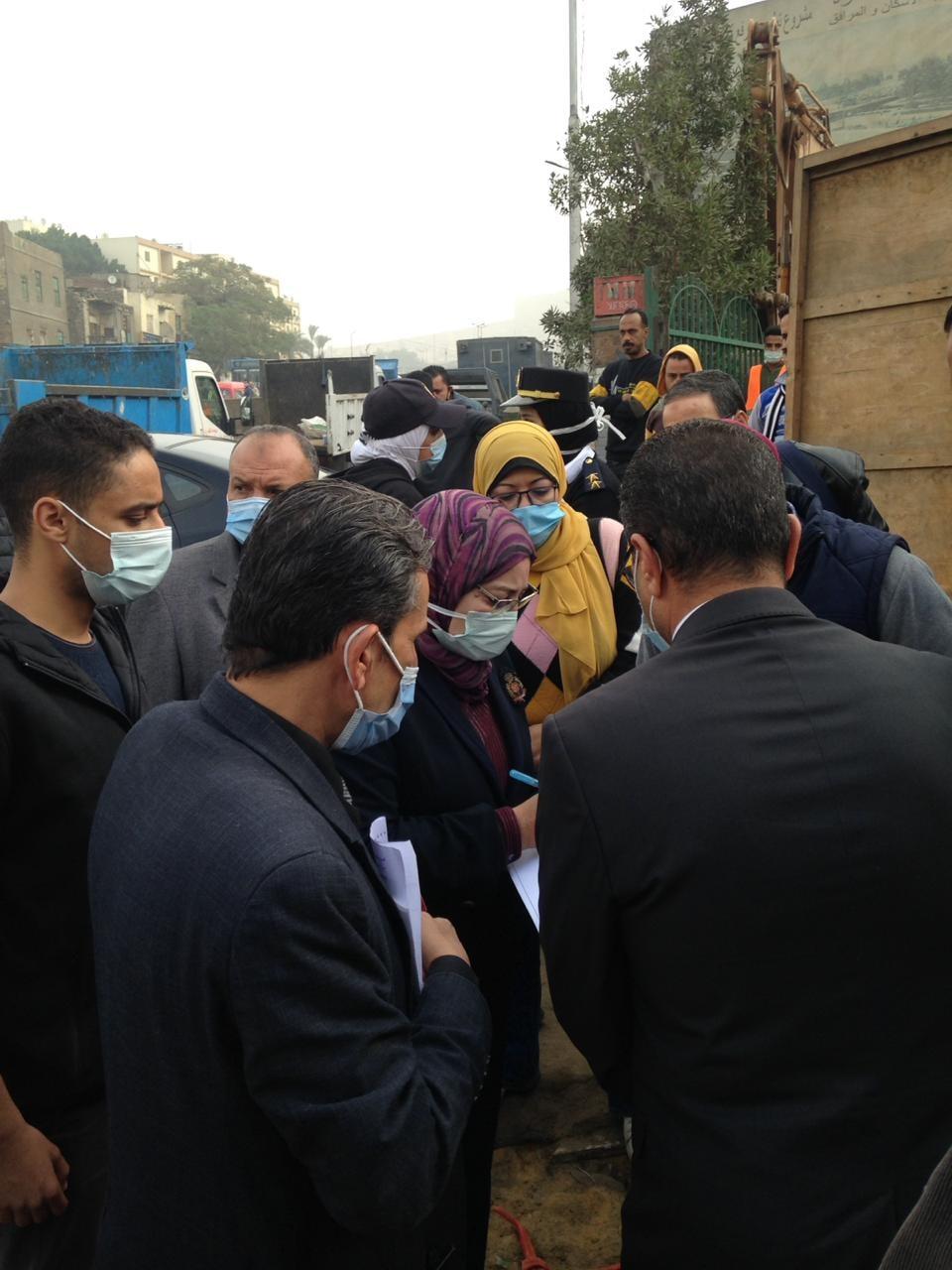 نائب محافظ القاهرة تشرف على أعمال نقل السكان (2)