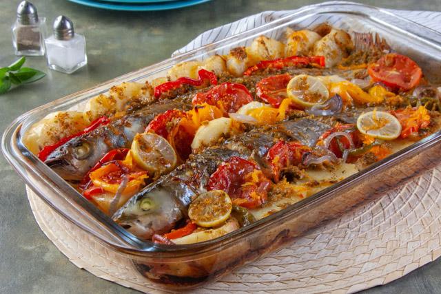 طريقة عمل صينية سمك البوري بالبطاطس