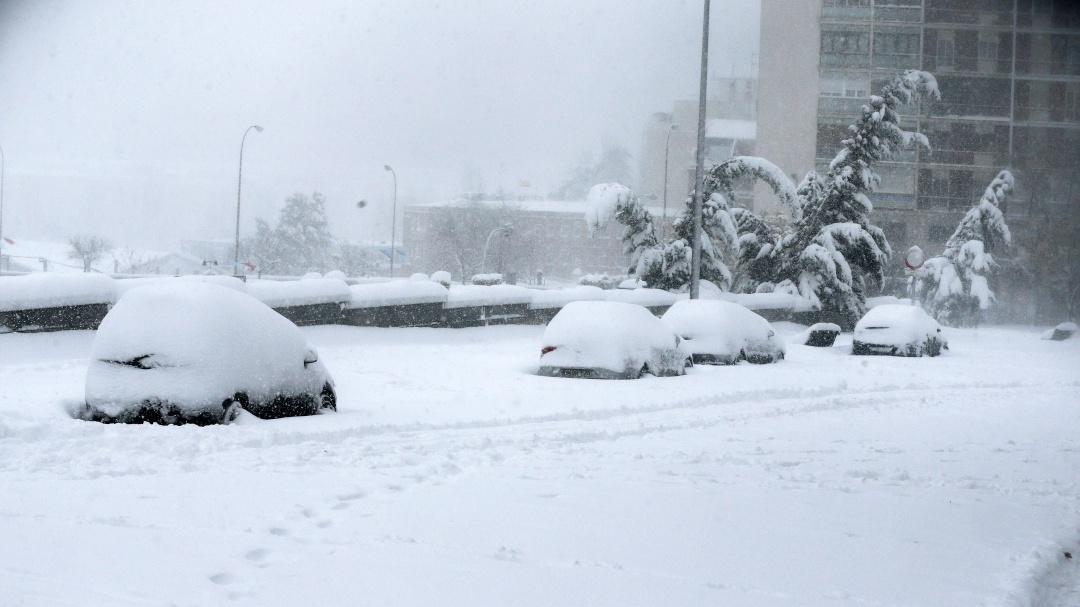 الثلوج تغطى السيارات فى اسبانيا
