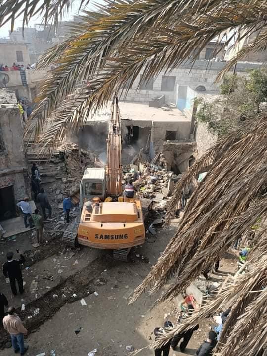 إزالة عقارات بميدان السيدة عائشة (2)