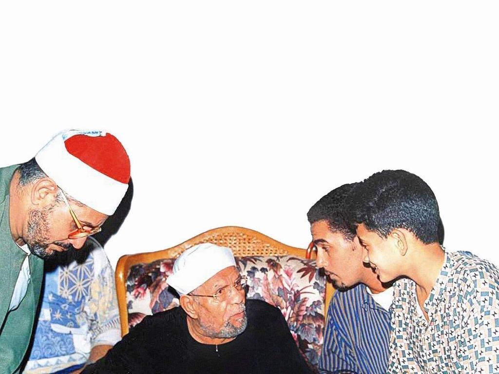 الشيخ الشخات أنور مع الشيخ الشعراوى وابناءه أنور ومحمود