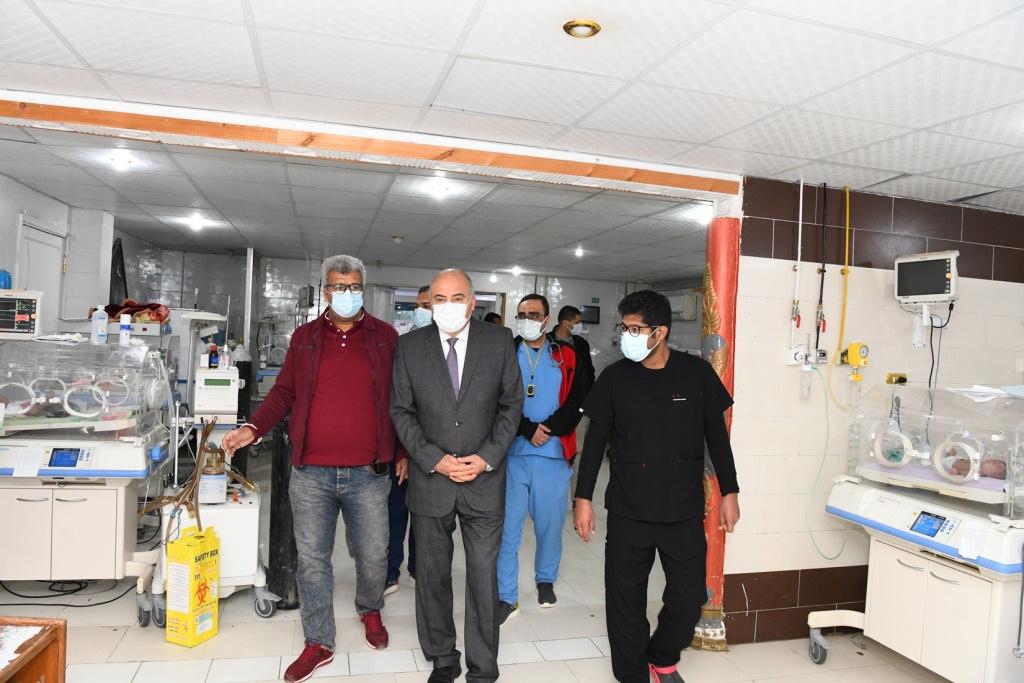 محافظ قنا يتفقد مستشفى قنا العام فجرا (1)