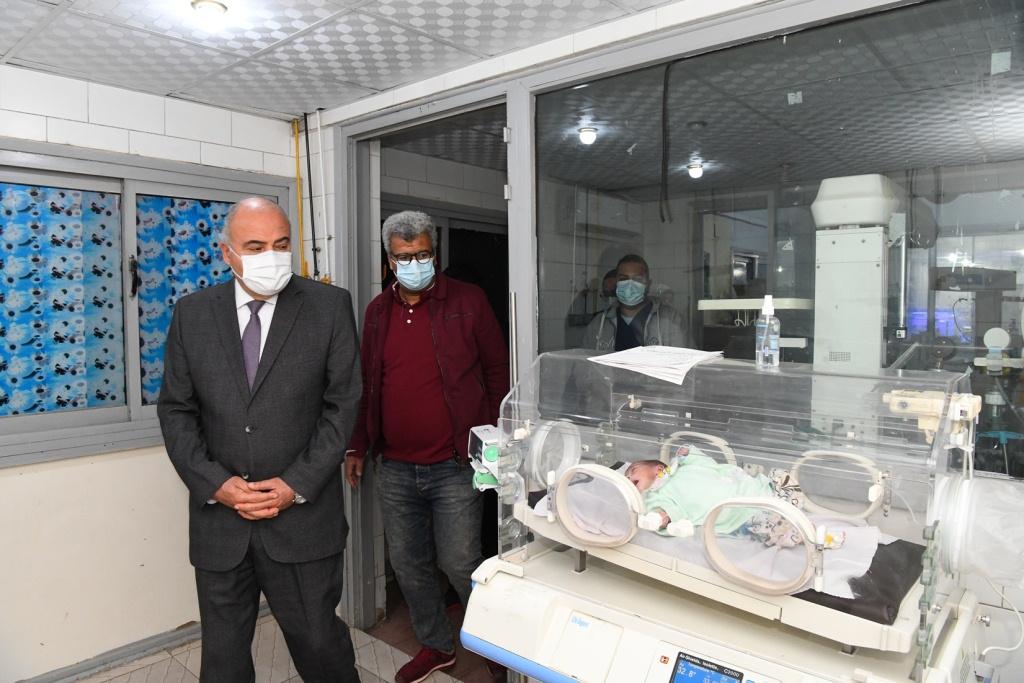 محافظ قنا يتفقد مستشفى قنا العام فجرا (4)
