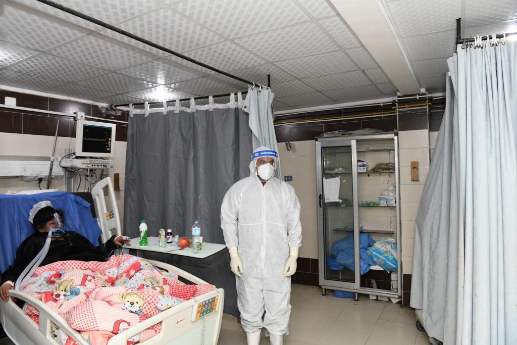 محافظ قنا يتفقد مستشفى قنا العام فجرا (5)