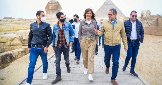 مينا مسعود يزور الأهرامات