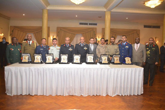 القوات المسلحة تنظم احتفالية لتسليم شهادات الاعتماد الدولية ISO للكلية الجوية (2)