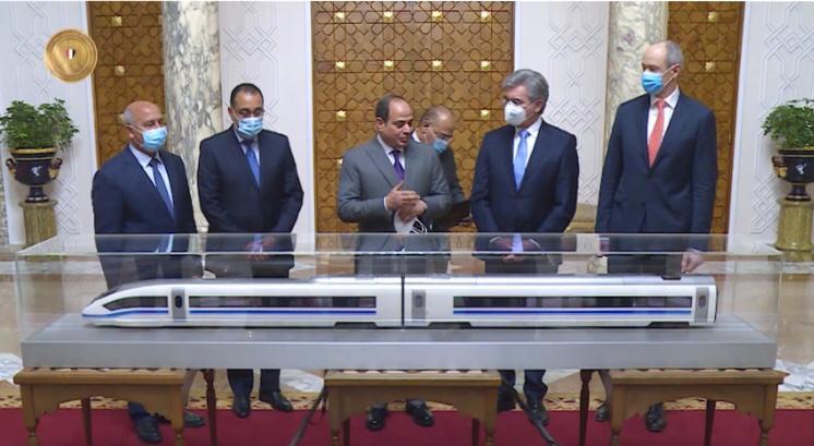 5156576  الرئيس السيسى يستعرض الاتفاق النهائى مع سيمنز لإنشاء منظومة متكاملة للقطار الكهربائى السريع