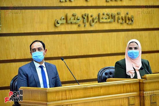 نيفين القباج وزيرة التضامن الاجتماعى (10)