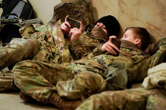 الحرس الأمريكى يفترش أرضية الكونجرس بعد أسبوع من الاقتحام (13)