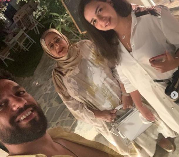 ايمي سمير غانم مع الرداد ووالدته الراحلة