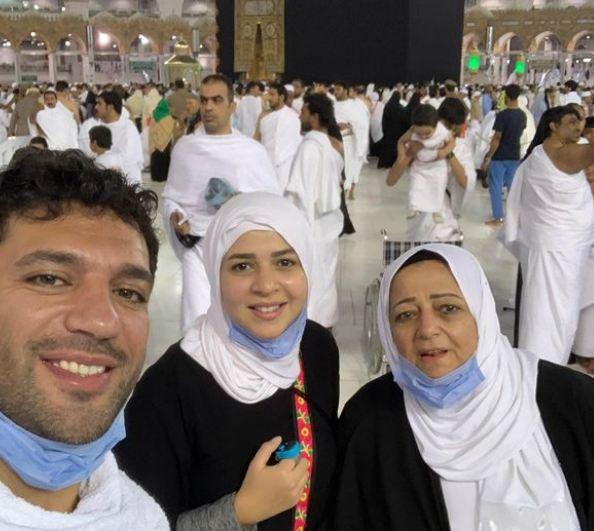 ايمي سمير غانم مع زوجها ووالدته
