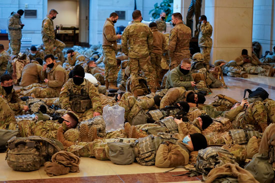 الحرس الأمريكى يفترش أرضية الكونجرس بعد أسبوع من الاقتحام (14)
