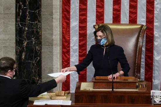 نانسي بيلوسي تترأس التصويت لعزل ترامب