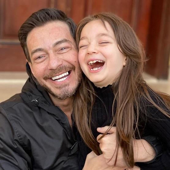 منى مع والدها احمد زاهر