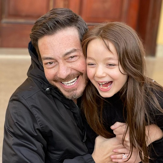 النجم أحمد زاهر وابنته منى