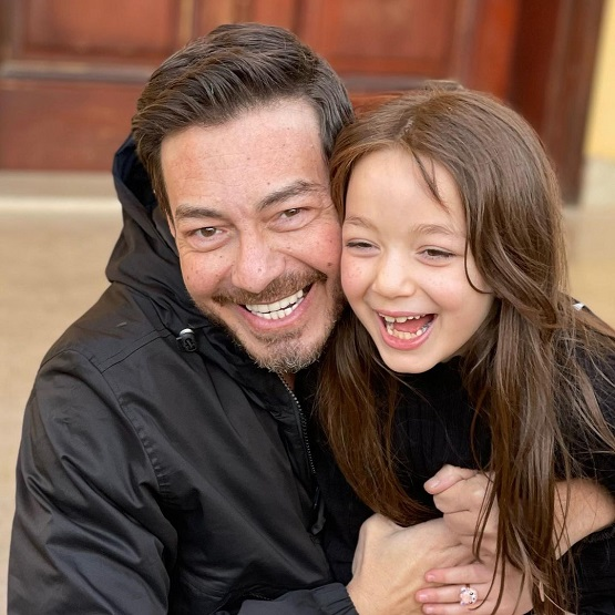 الفنان أحمد زاهر وابنته منى