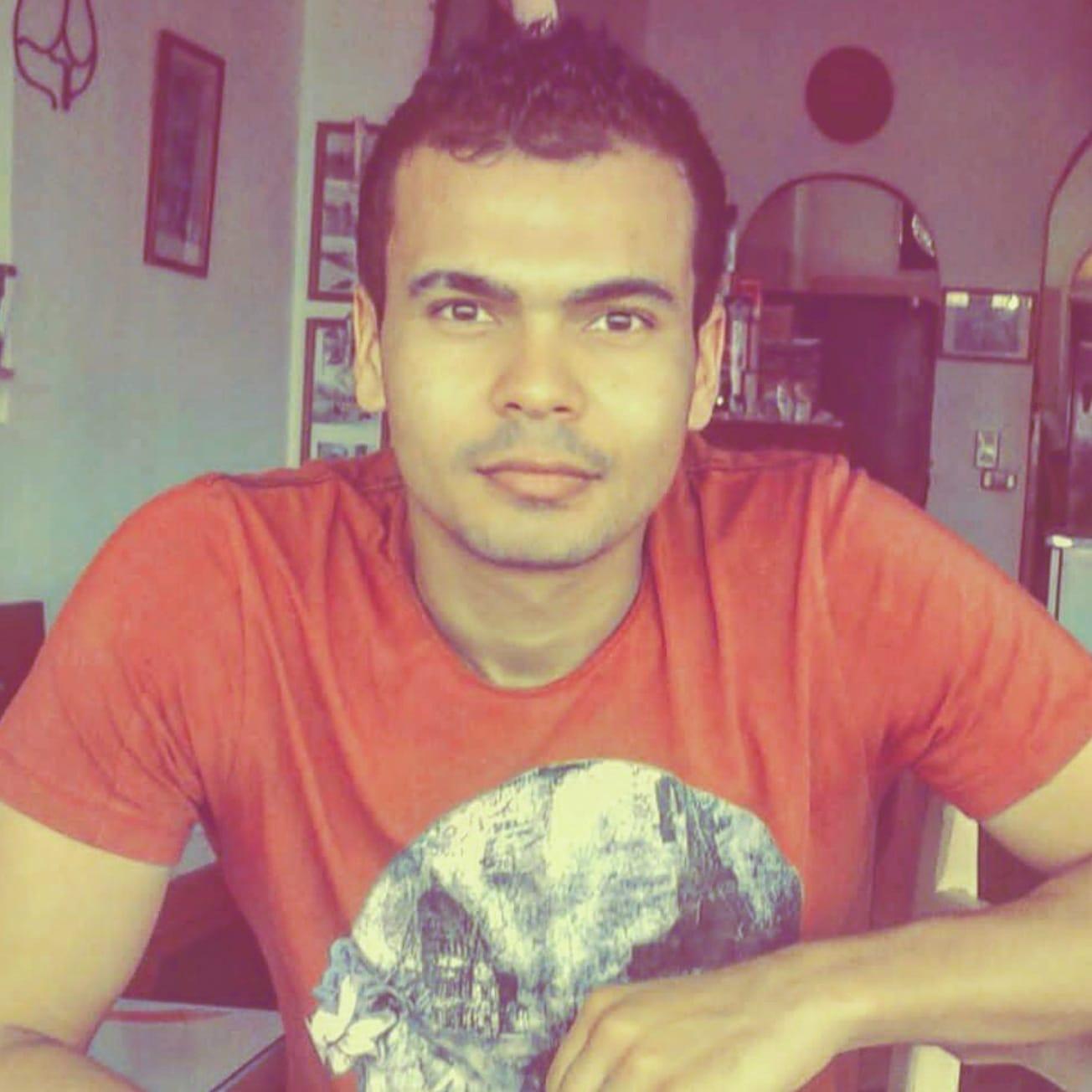 شبيه عمرو دياب  (4)