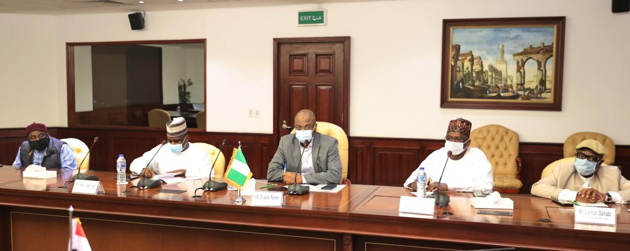 وزير الاتصالات النيجري وعدد من المرافقين له