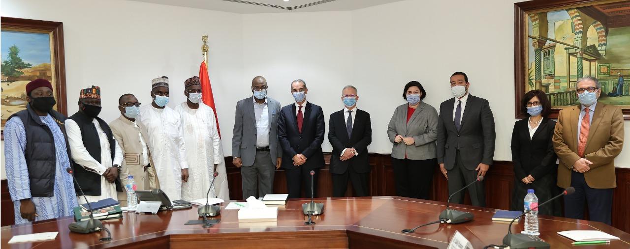 صورة تذكارية للوفد النجيري الذي يزور وزارة الاتصالات