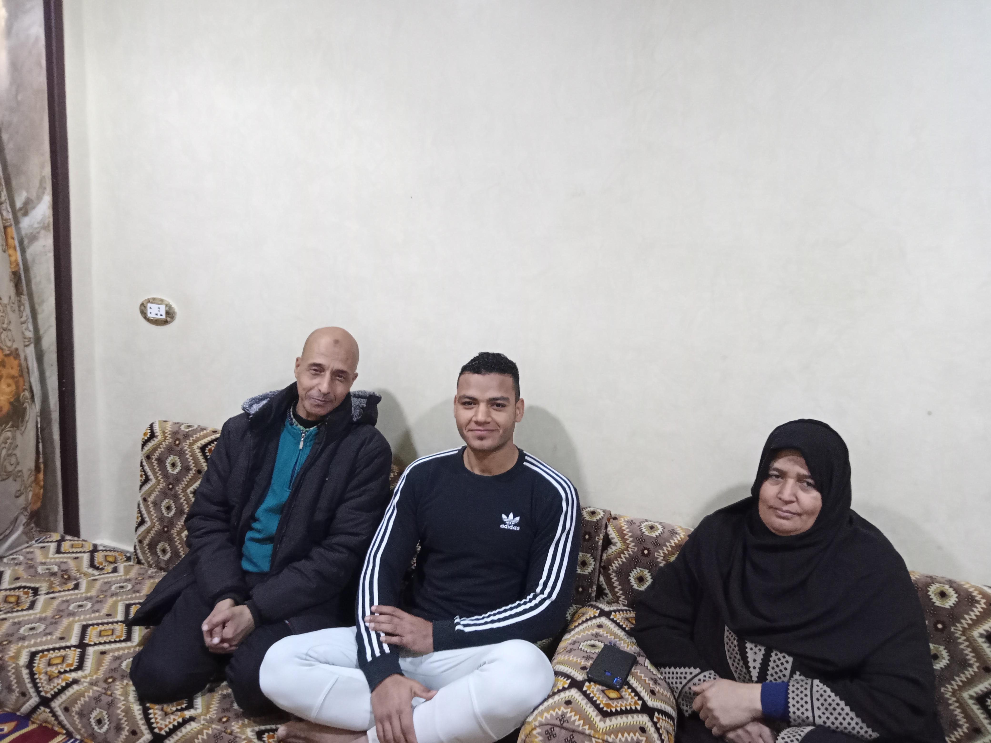 مراسل اليوم السابع بمنزل طلحه ووالدته