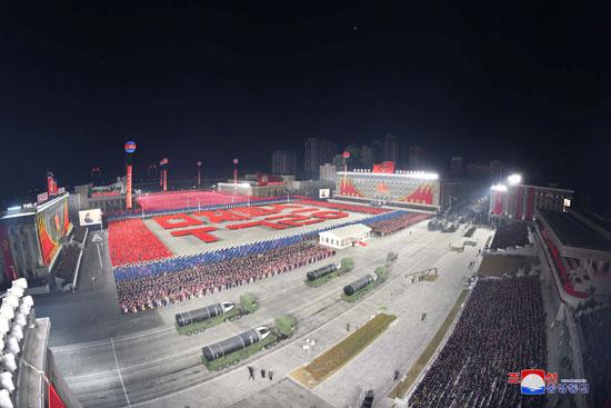 كوريا الشمالية تقيم استعراضا عسكريا فى بيونج يانج يحوى أسلحة متطورة (15)