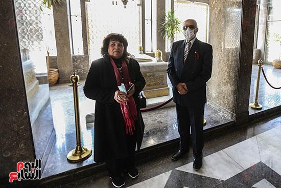 مسنة بضريح جمال عبد الناصر (1)
