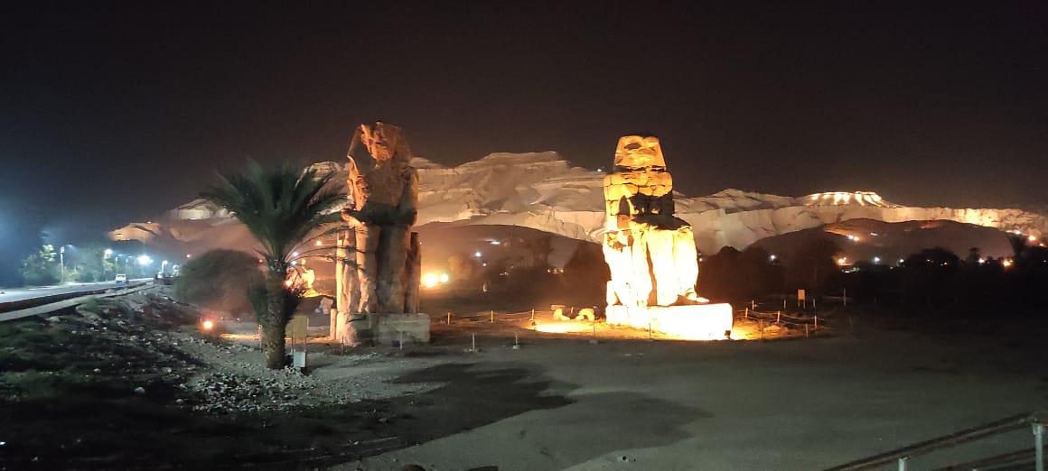 تمثالا ممنون حارسا البر الغربى بمحافظة الأقصر