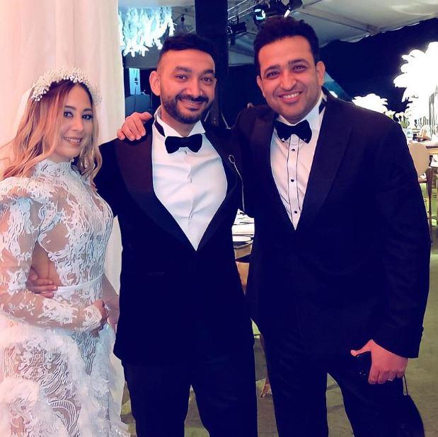 تامر حسين مع العروسين