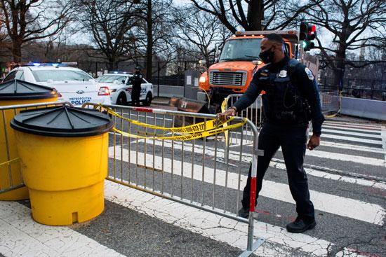 ضباط شرطة واشنطن يؤمنون المنطقة القريبة من البيت الأبيض
