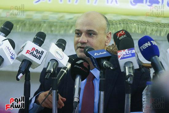 الكاتب الصحفى خالد ميرى رئيس تحرير صحيفة الاخبار