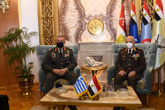 وزير الدفاع ورئيس الأركان يلتقيان رئيس هيئة الأركان اليونانى  (6)
